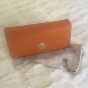 NEW‼️Tory Burch - Leather Glasses Case w/Cloth
